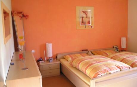 Renovierung Schlafzimmer kräftige Farbe