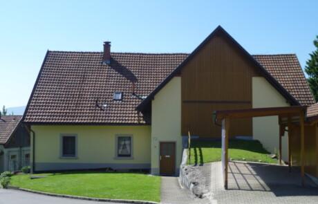 Sanierung Fassade Farbgestaltung Niederhof